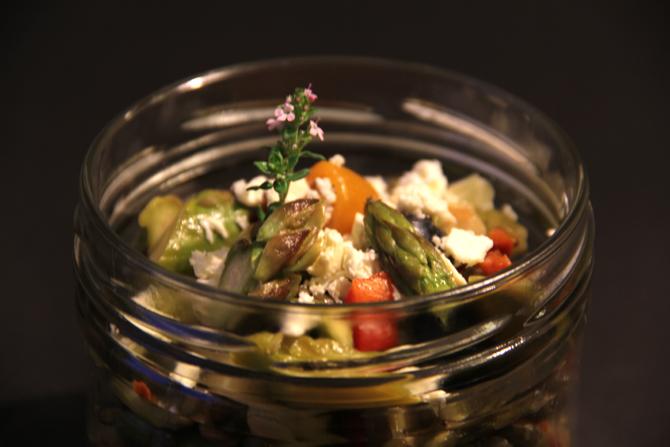linsensalat mit spargeln heidelbeeren feta lunch im glas. Black Bedroom Furniture Sets. Home Design Ideas