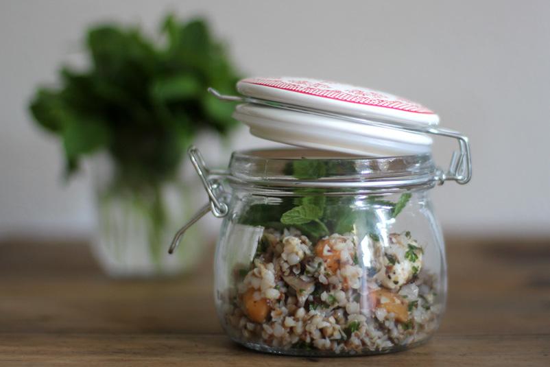 Buchweizensalat mit Melone, Mozzarella und Rohschinken