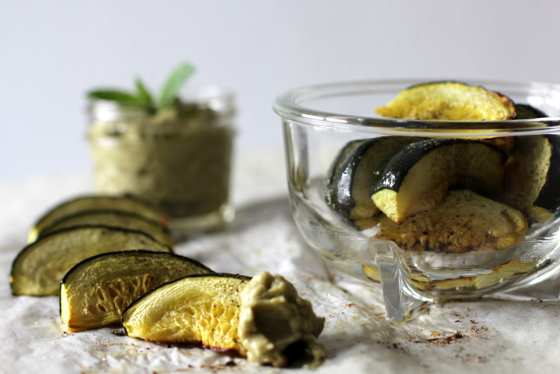 Sommer-Rondini mit Avocado-Minz-Humus