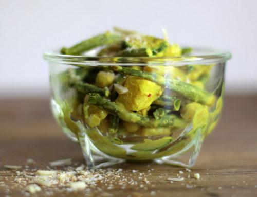 Indisches Kokos-Curry mit Bohnen und Kichererbsen