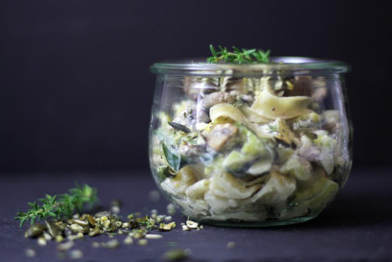 Nudeln mit Zucchini, Pilzen und Zitronen-Gremolata