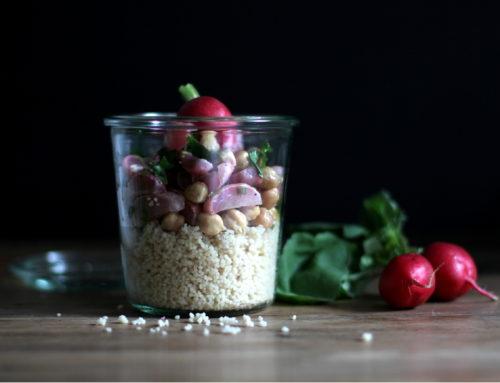 Couscous mit gerösteten Radieschen und Kichererbsen